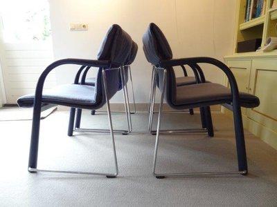 8 Thonet S 320 chairs (prijs per stuk)